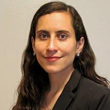 Camila Laval, JD Escritora legal senior