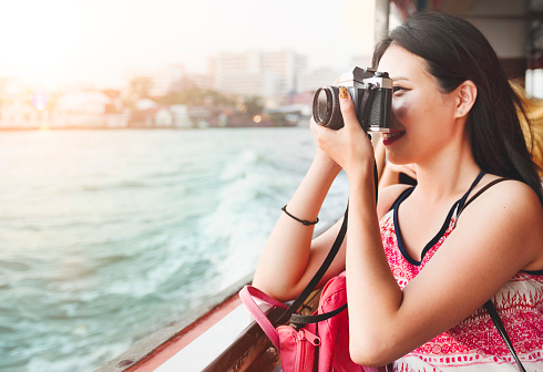 girl traveling, on vacation taking a picture