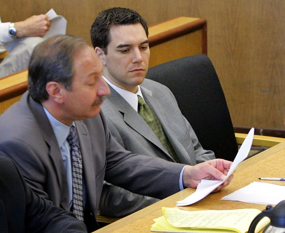 REDWOOD CITY, CA - DECEMBER 9:  Scott Peterson (R) sits in the courtroom at the San Mateo Superior Courthouse with his attorney Mark Geragos (L) during defense closing arguments in the penalty phase of Peterson's trial December 9, 2004 in Redwood City, California. Peterson was found guilty of first degree murder of his wife, Laci, and second degree murder of their unborn son and could receive the death penalty.  (Photo by Fred Larson-Pool/Getty Images)