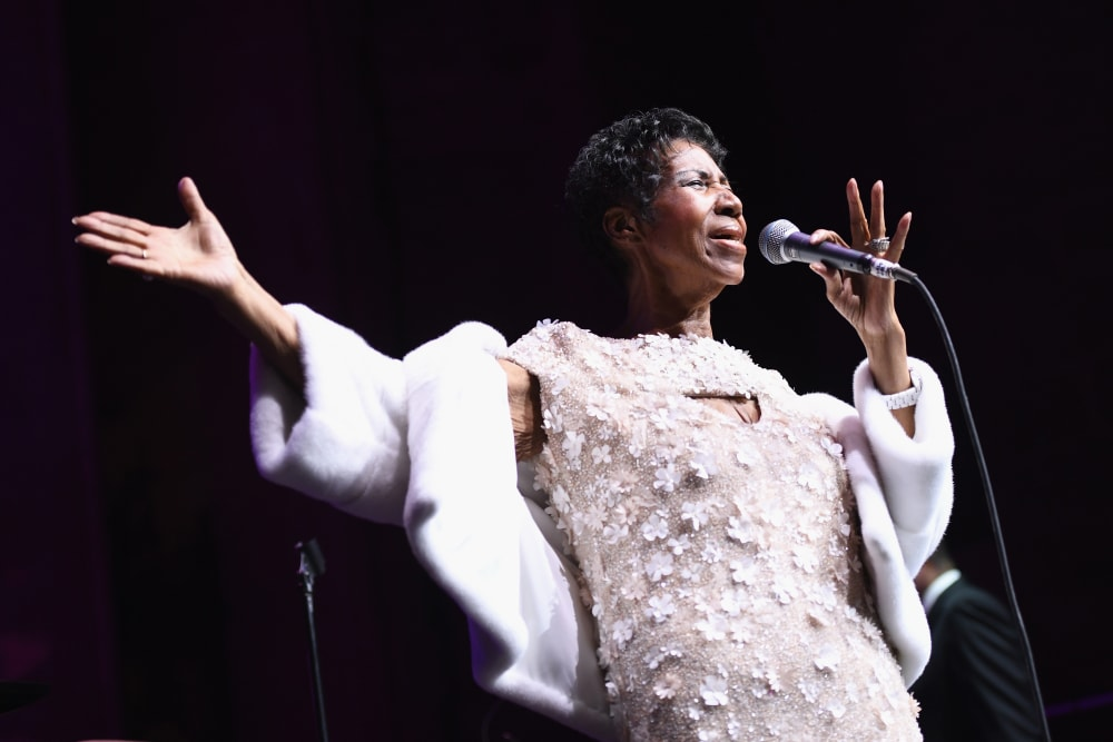 NEW YORK, NY - NOVEMBER 07:  Aretha Franklin performs onstage at the Elton John AIDS Foundation Commemorates Its 25th Year And Honors Founder Sir Elton John During New York Fall Gala at Cathedral of St. John the Divine on November 7, 2017 in New York City.  (Photo by Dimitrios Kambouris/Getty Images)
