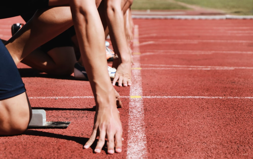 track-runners-at-starting-line