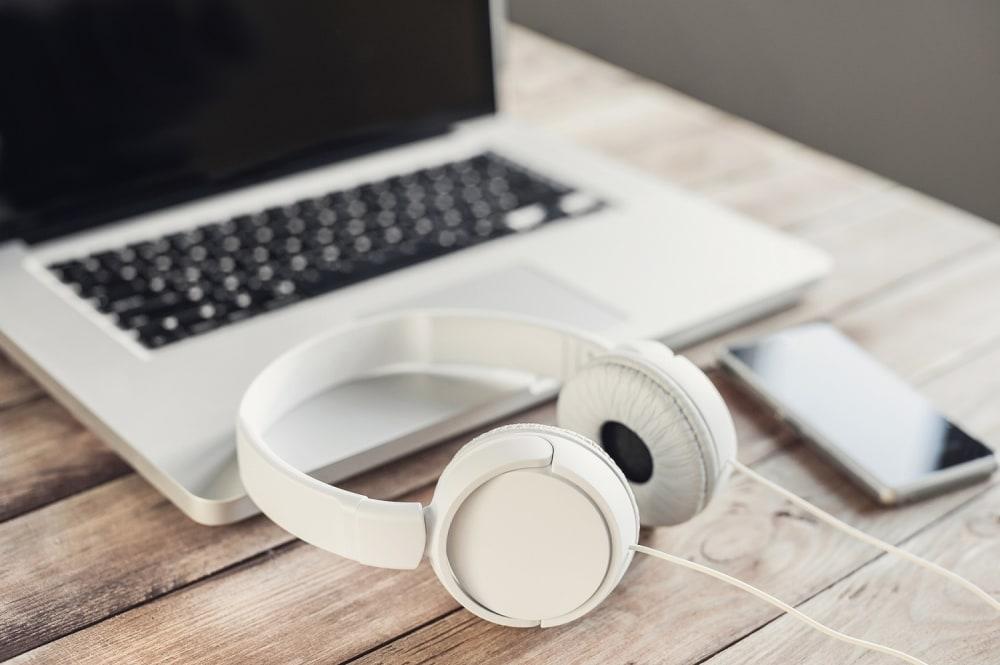 laptop-headphones-audio