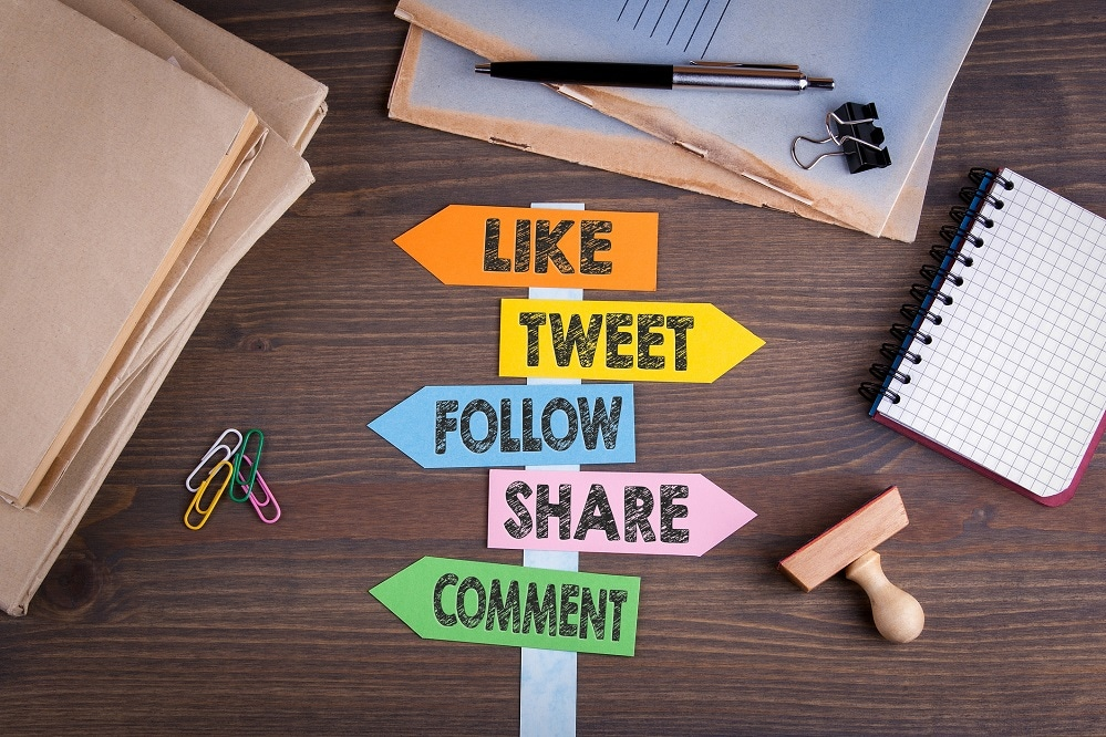 Signpost-showing-arrows-for-like-tweet-follow-share-comment